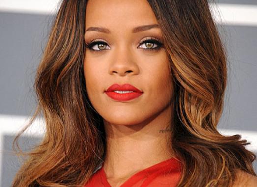 Rihanna compiaciuta