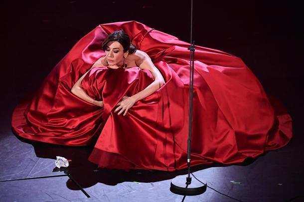 Virginia Raffaele abito rosso
