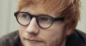 Sheeran featuring recensione feat