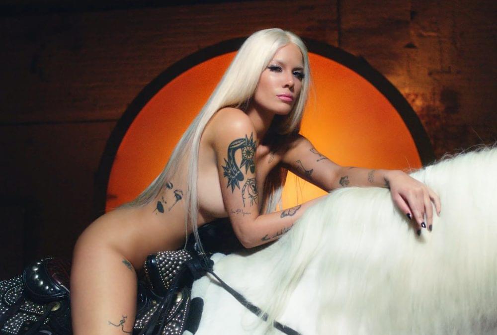 Halsey porno nuda singolo