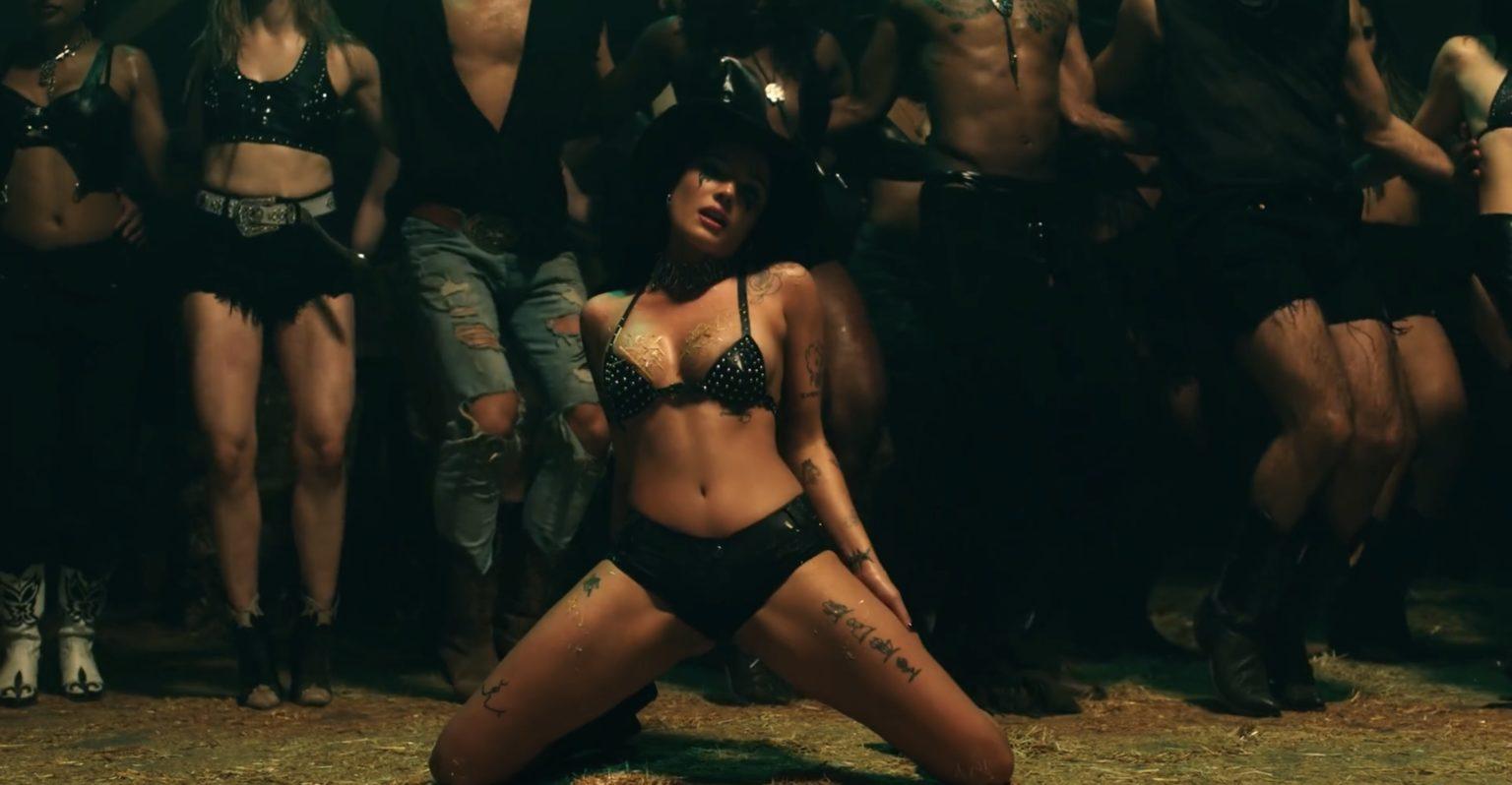 Halsey porno nuda singolo, Halsey nuda video musicale ...